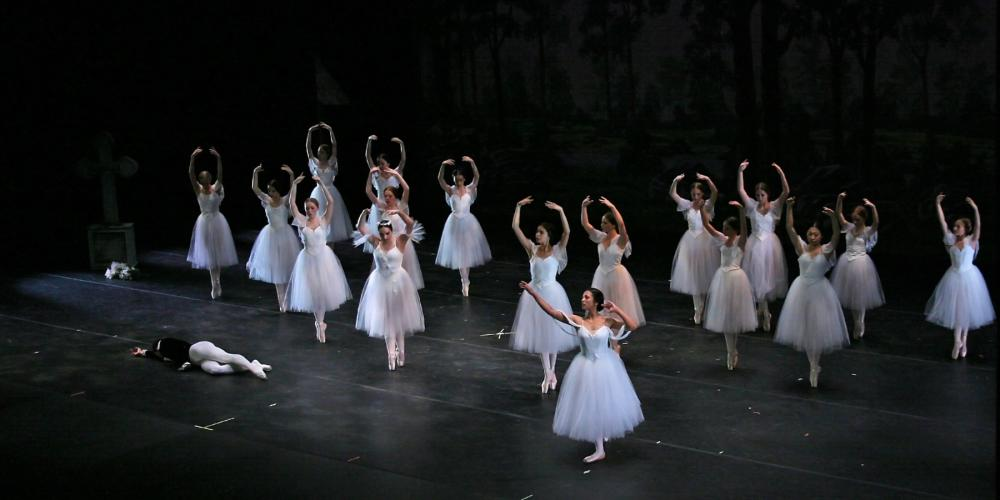 experience to raw beauty of Swan Lake, as presented by Yen-Li Chen Ballet School