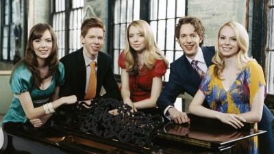 5 Browns make classical music on 5 pianos